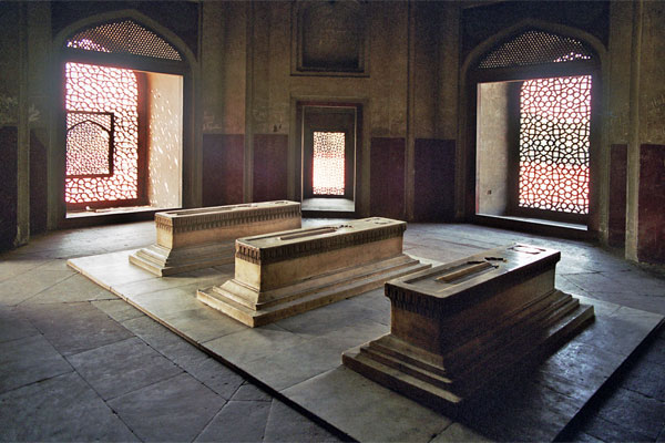Cenotaphs inside Humayun's mausoleum